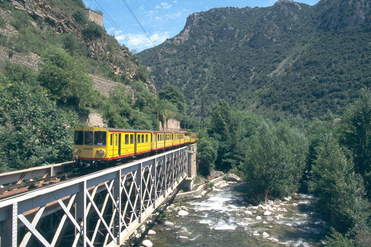 Latour de Querol yellow train